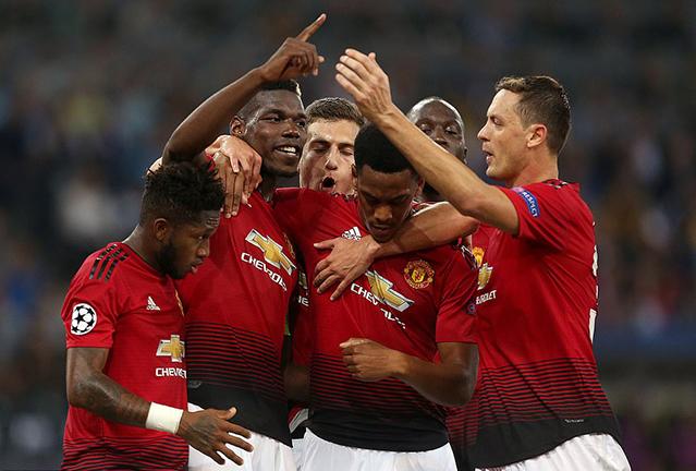 Манчестер юнайтед играл в черных повязках